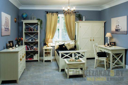 Кровать из массива дерева в детскую комнату