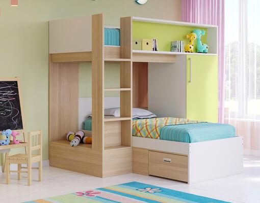 Светлая кровать из массива дерева в детскую комнату