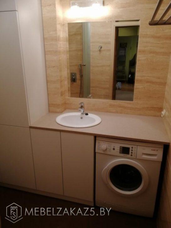 Напольная тумба для ванной и распашной шкаф