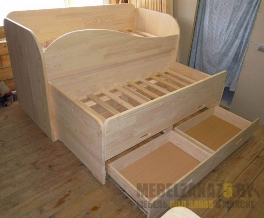 Трехъярусная выдвижная кровать для детей от 3 лет