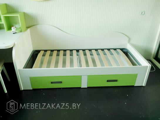 Кровать с выдвижными ящиками в детскую
