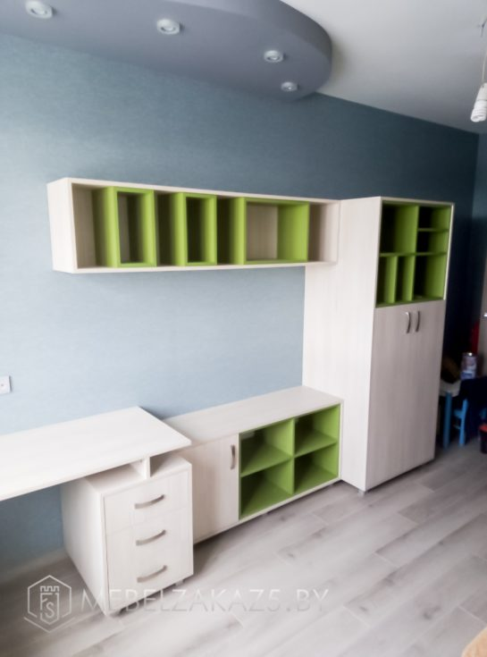Бежево-зеленый комплект детской мебели