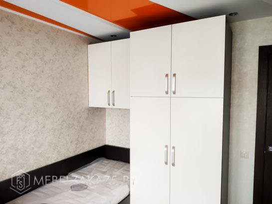 Распашной шкаф в детскую комнату