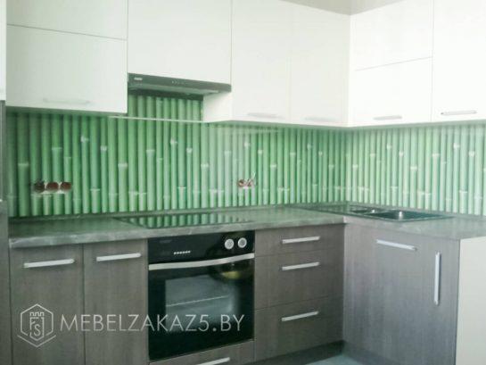 Бежево-коричневая г-образная кухня