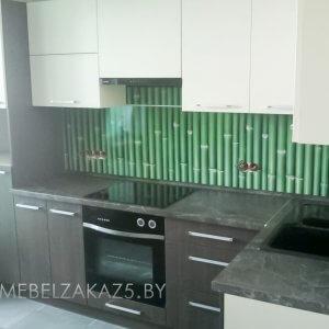 Бежево-коричневая угловая кухня