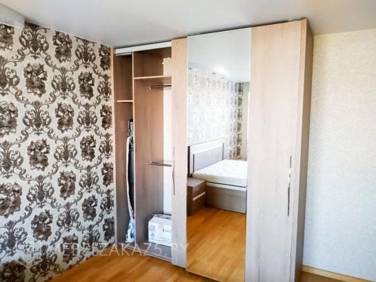 Бежевый шкаф-купе в спальню