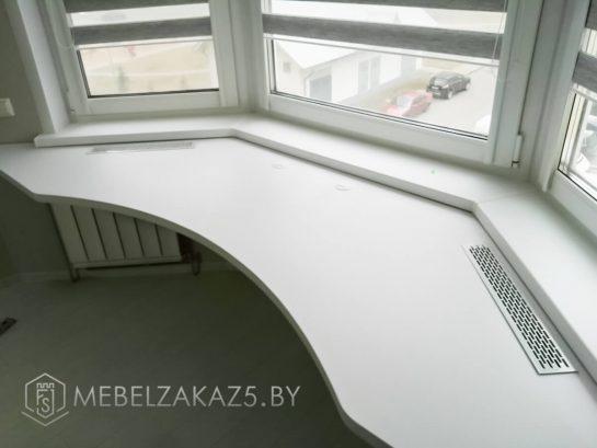 Длинный радиусный письменный стол