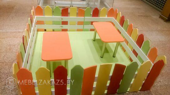 Яркий набор торговой мебели