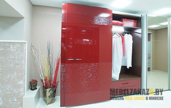 Красный шкаф-купе с 3д фасадами