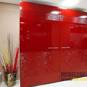 Красный двухстворчатый шкаф-купе с 3д фасадами