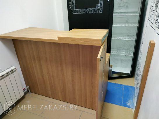 Торговая мебель цвета дерева