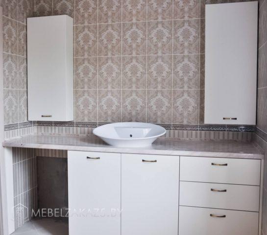 Комплект мебели для ванной в белом цвете