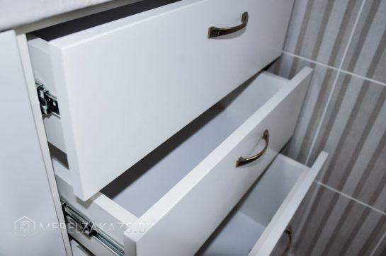 Шкафчик с раздвижными ящиками для ванной