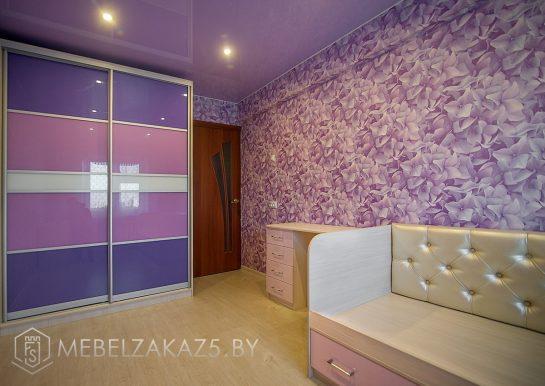 Шкаф-купе в комнату для девочки сиренево-фиолетового цвета