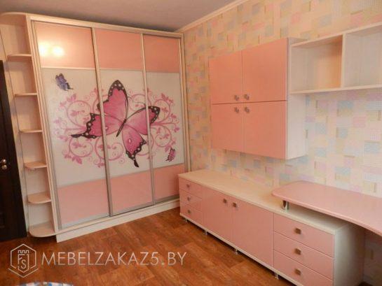 Шкаф-купе с фотопечатью с навесным шкафчиком и тумбой в комнату для девочки