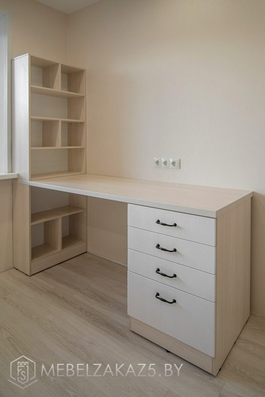 Письменный стол с приставной тумбой в современном стиле в комнату для подростка