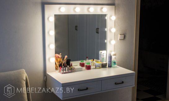 Туалетный столик с зералом в комнату для девочки-подростка