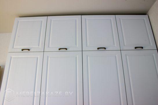 Распашной современный шкаф в подростковую комнату