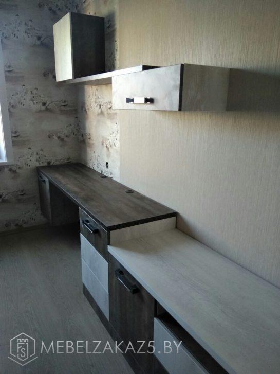 Навесная полка с письменным столом в комнату для подростка