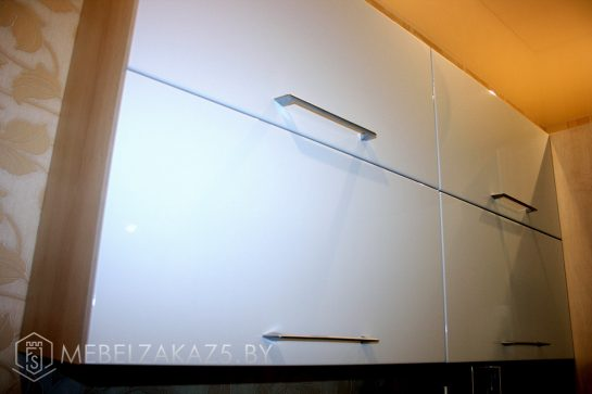 Современные навесные шкафчики в комнату подростка