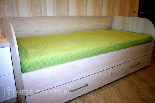 Кровать с выдвижным ящиком в комнату подростка