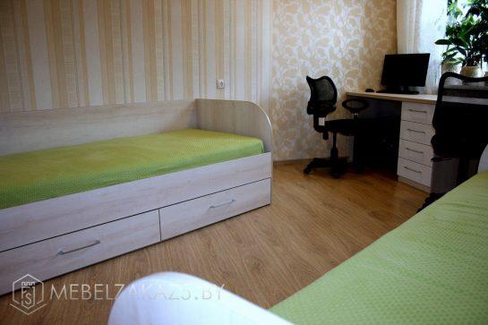 Кровать и компьютерный стол в комнату подростка