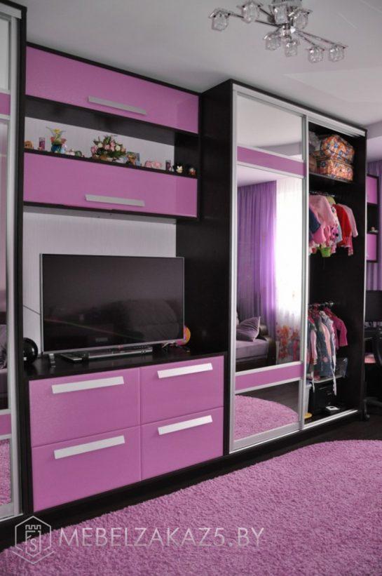 Яркий фиолетовый набор мебели в подростковую комнату для девочки