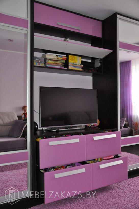 Современная стенка фиолетового цвета в подростковую комнату для девочки