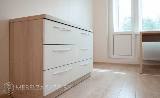 Современный белый комод в комнату подростка