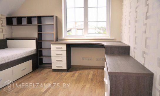Угловой письменный стол с тумбой и стеллажом в подростковую комнату
