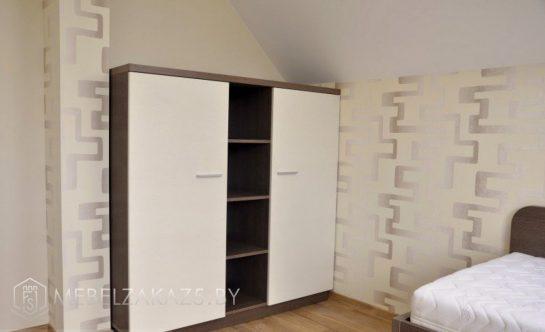 Современный распашной шкаф с открытыми полками посередине в комнату подростка