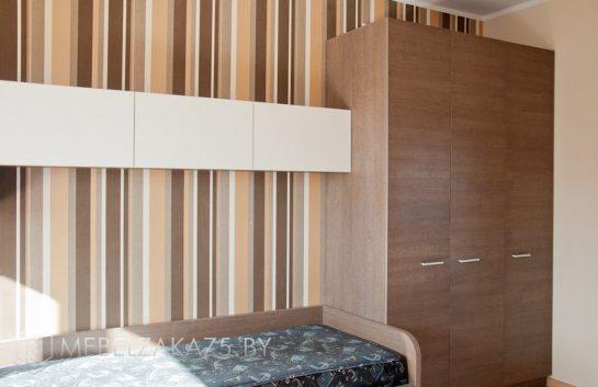 Кровать с распашным шкафом в коричневом цвете для комнаты подростка