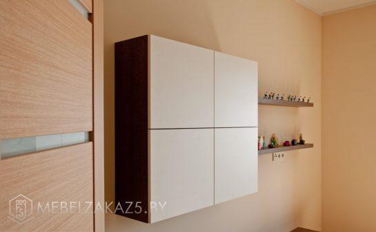 Декоративный навесной шкафчик в подростковую комнату