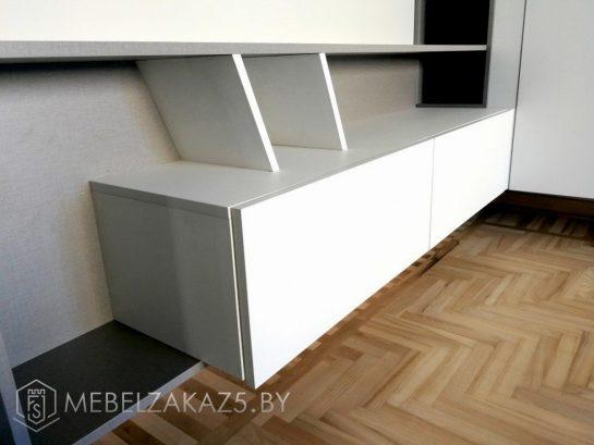 Современный подвесной шкафчик строгих форм