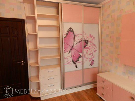 Комбинированный шкаф-купе нежно-розового цвета с фотопечатью для девочки