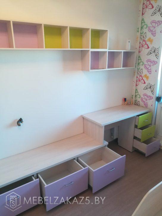 Декоративные полочки и тумба с ящиками в детскую для девочки