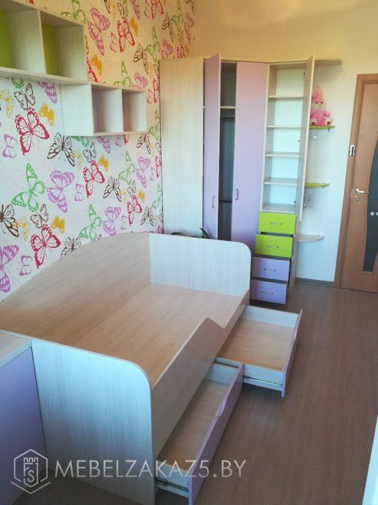 Современный набор мебели в детскую комнату для девочки