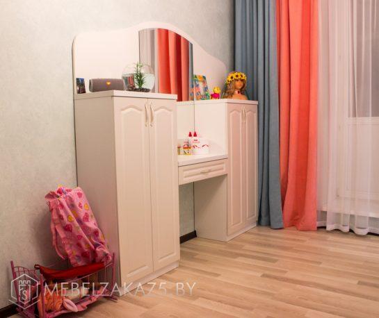 Туалетный столик в комнату для девочки