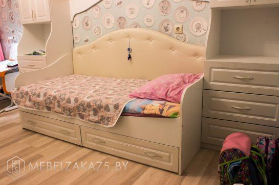 Детская кровать для девочки бежевого цвета