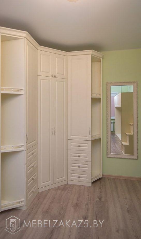 Угловой распашной шкаф в детскую для девочки