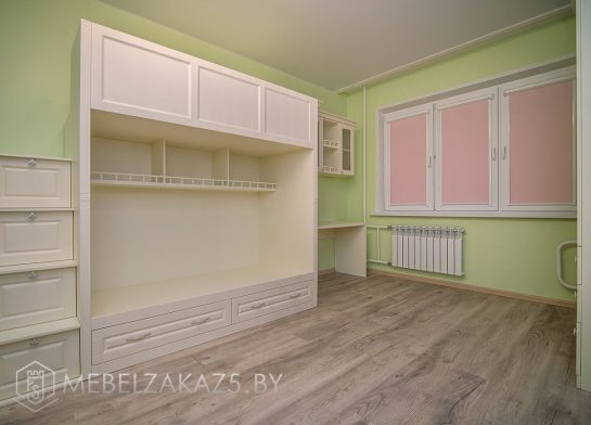 Двухъярусная кровать в детскую для девочки