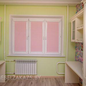 Шкаф-пенал с навесными шкафчиками в детскую для девочки