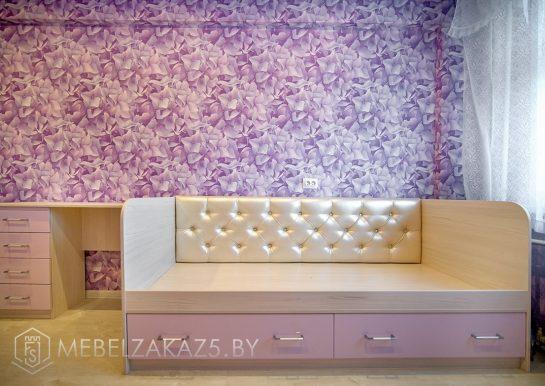 Кроватка в комнату для девочкив сиреневом цвете