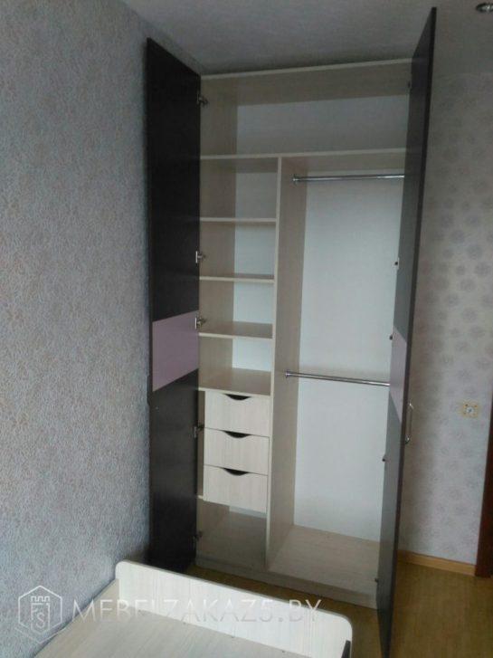 Внутреннее наполнение распашного шкафа в детскую