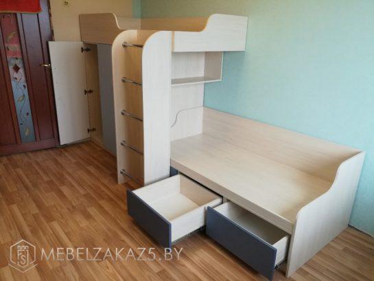 Двухъярусная кровать в детскую с выдвижными ящиками