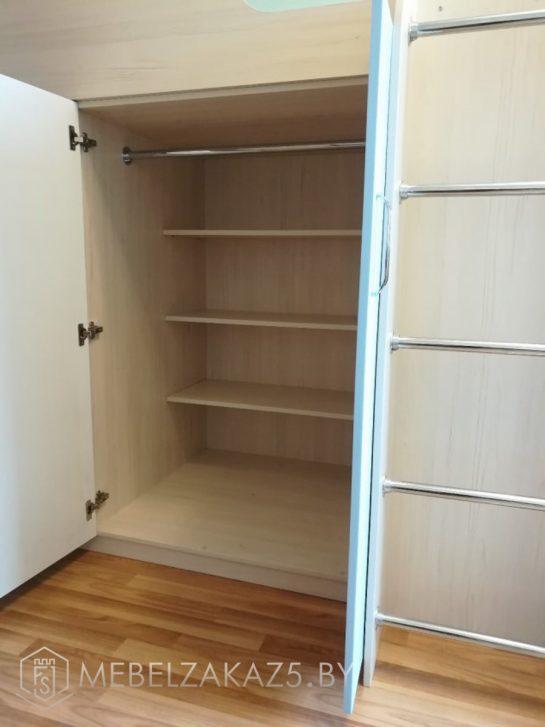 Современный распашной шкаф в детскую для двоих