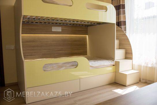 Двухуровневая кровать в современном стиле в детскую