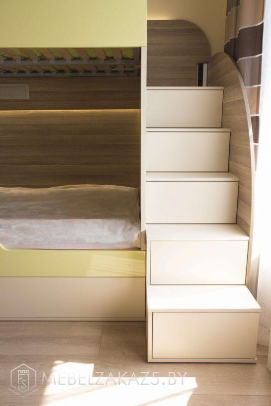 Двухъярусная современная кровать в детскую комнату