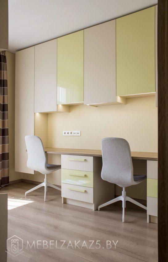 Светлая мебель в детскую для двоих детей в современном стиле