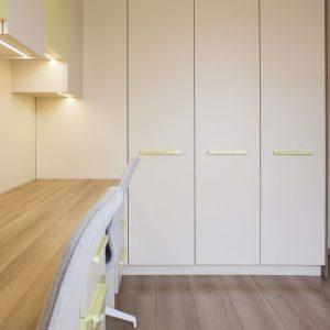 Белый распашной шкаф в детскую для двоих